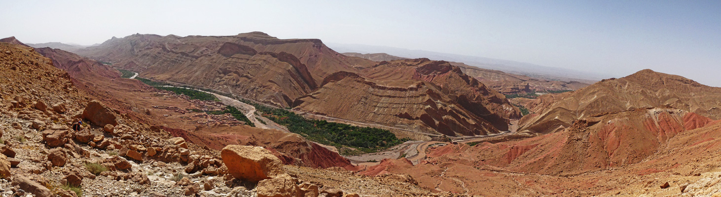 Trekking roses valley Morocco